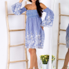 SCANDEZZA Niebieska sukienka w paski - zdjęcie 4