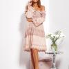 SCANDEZZA Pudroworóżowa sukienka hiszpanka z koronką i perełkami - zdjęcie 2