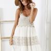 SCANDEZZA Beżowa sukienka boho z ażurowymi wstawkami - zdjęcie 3