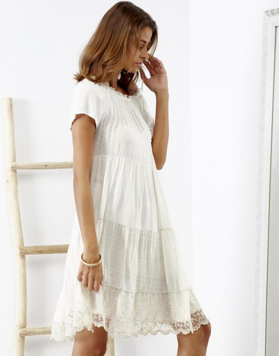 SCANDEZZA Beżowa sukienka boho z ozdobnym wykończeniem