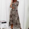 SCANDEZZA Beżowa długa sukienka w panterkę z dłuższym tyłem - zdjęcie 1