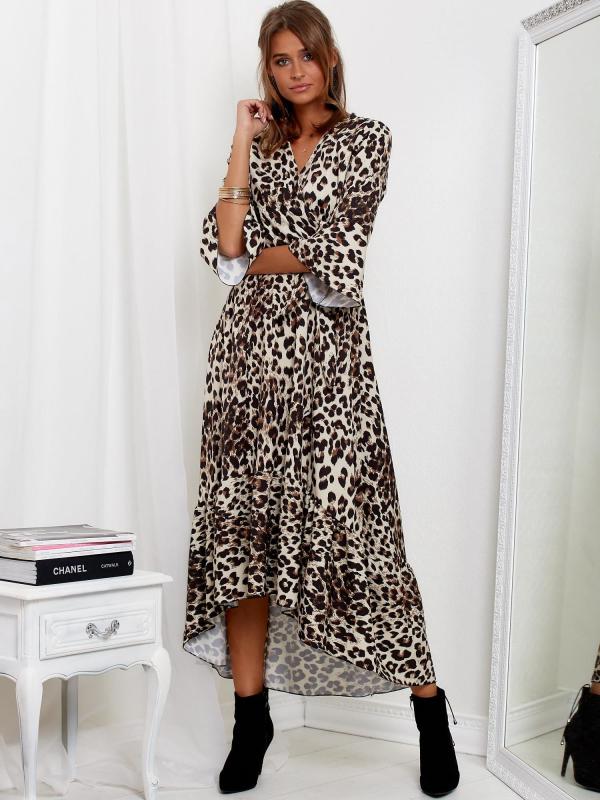 modelka ubrana w długa sukienkę SCANDEZZA