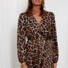 SCANDEZZA Brązowa sukienka maxi w panterkę - zdjęcie 1