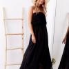 SCANDEZZA Czarna sukienka maxi z dekoltem carmen - zdjęcie 3