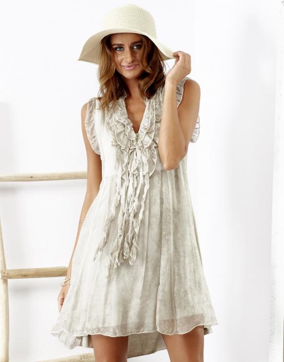 SCANDEZZA Beżowa sukienka z falbankami przy dekolcie