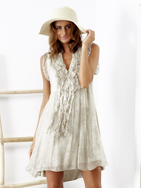 e27783ccdd SCANDEZZA Beżowa sukienka z falbankami przy dekolcie - Tylko dla Kobiety