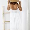 SCANDEZZA Biała sukienka z ozdobnym kwiatowym haftem - zdjęcie 6