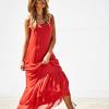 SCANDEZZA Czerwona długa sukienka z falbaną - zdjęcie 4