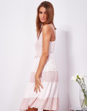 SCANDEZZA Różowa sukienka na ramiączkach z koronką