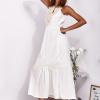 SCANDEZZA Ecru sukienka maxi z haftowanym dekoltem - zdjęcie 4
