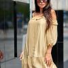 SCANDEZZA Beżowa sukienka z wycięciami na ramionach - zdjęcie 5
