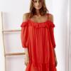 SCANDEZZA Czerwona sukienka z wycięciami na ramionach - zdjęcie 3