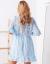 SCANDEZZA Niebieska koronkowa sukienka z kopertowym dekoltem
