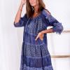 SCANDEZZA Niebieska sukienka boho z wycięciami na ramionach - zdjęcie 5