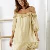 SCANDEZZA Beżowa sukienka z wycięciami na ramionach - zdjęcie 1