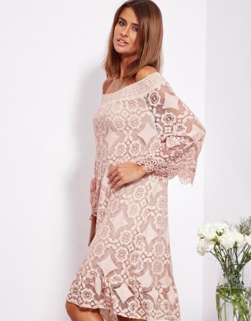 SCANDEZZA Pudroworóżowa sukienka hiszpanka z kwiatową koronką