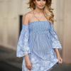 SCANDEZZA Niebieska sukienka w paski - zdjęcie 5