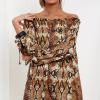 SCANDEZZA Brązowa sukienka hiszpanka oversize ze wzorem skóry węża - zdjęcie 2