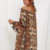 SCANDEZZA Brązowa sukienka hiszpanka oversize ze wzorem skóry węża - zdjęcie 3