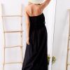 SCANDEZZA Czarna sukienka maxi z dekoltem carmen - zdjęcie 5