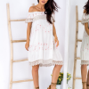 SCANDEZZA Beżowa sukienka w flamingi - zdjęcie 4
