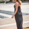 SCANDEZZA Czarna sukienka maxi z cekinową górą - zdjęcie 4