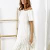 SCANDEZZA Beżowa sukienka boho z ozdobnym wykończeniem - zdjęcie 2