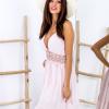 SCANDEZZA Różowa sukienka z ozdobnym dekoltem z tyłu - zdjęcie 5