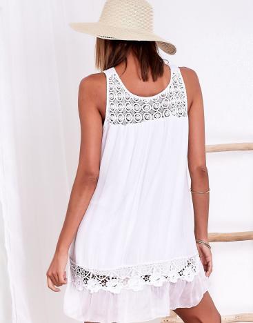 SCANDEZZA Biała sukienka z ażurowymi wstawkami
