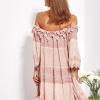 SCANDEZZA Pudroworóżowa sukienka hiszpanka z koronką i perełkami - zdjęcie 1