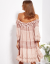 SCANDEZZA Pudroworóżowa sukienka hiszpanka z koronką i perełkami