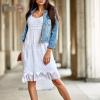 SCANDEZZA Biała sukienka z ozdobnym kwiatowym haftem - zdjęcie 4