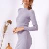 SCANDEZZA Szara dopasowana sukienka w prążek z oczkami - zdjęcie 4