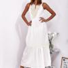 SCANDEZZA Ecru sukienka maxi z haftowanym dekoltem - zdjęcie 5
