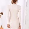 SCANDEZZA Beżowa dopasowana sukienka w prążek z oczkami - zdjęcie 2
