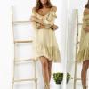 SCANDEZZA Beżowa sukienka z wycięciami na ramionach - zdjęcie 3