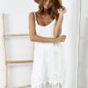 SCANDEZZA Biała sukienka z ozdobnym kwiatowym haftem - zdjęcie 1