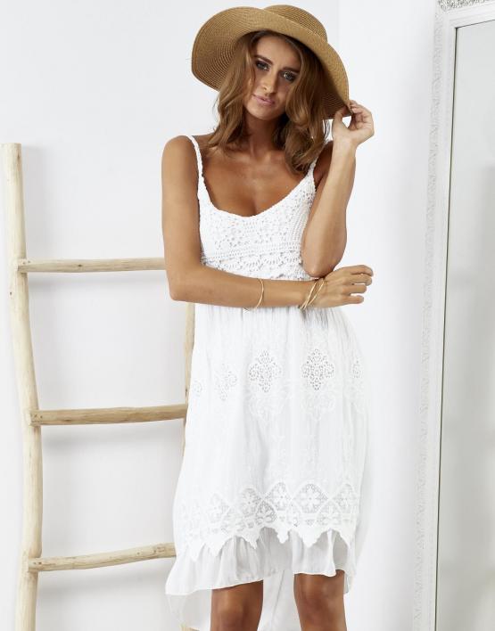 SCANDEZZA Biała sukienka z ozdobnym kwiatowym haftem