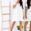 SCANDEZZA Biała ażurowana sukienka oversize - zdjęcie 4