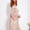 SCANDEZZA Pudroworóżowa sukienka hiszpanka z kwiatową koronką - zdjęcie 4