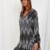 SCANDEZZA Szara sukienka w geometryczny nadruk - zdjęcie 4
