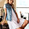 SCANDEZZA Biała ażurowana sukienka oversize - zdjęcie 5