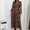 SCANDEZZA Brązowa sukienka maxi w panterkę - zdjęcie 4