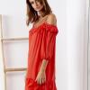 SCANDEZZA Czerwona sukienka z wycięciami na ramionach - zdjęcie 5