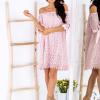 SCANDEZZA Różowa koronkowa sukienka z hiszpańskim dekoltem - zdjęcie 4