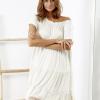 SCANDEZZA Beżowa sukienka boho z ozdobnym wykończeniem - zdjęcie 3