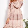 SCANDEZZA Pudroworóżowa sukienka hiszpanka z koronką i perełkami - zdjęcie 4