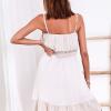 SCANDEZZA Beżowa ażurowana sukienka z falbaną przy dekolcie - zdjęcie 3
