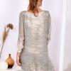 SCANDEZZA Khaki sukienka oversize z cekinami w malarski deseń - zdjęcie 2