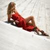 SCANDEZZA Czerwona sukienka w drobny kwiatowy wzór - zdjęcie 6